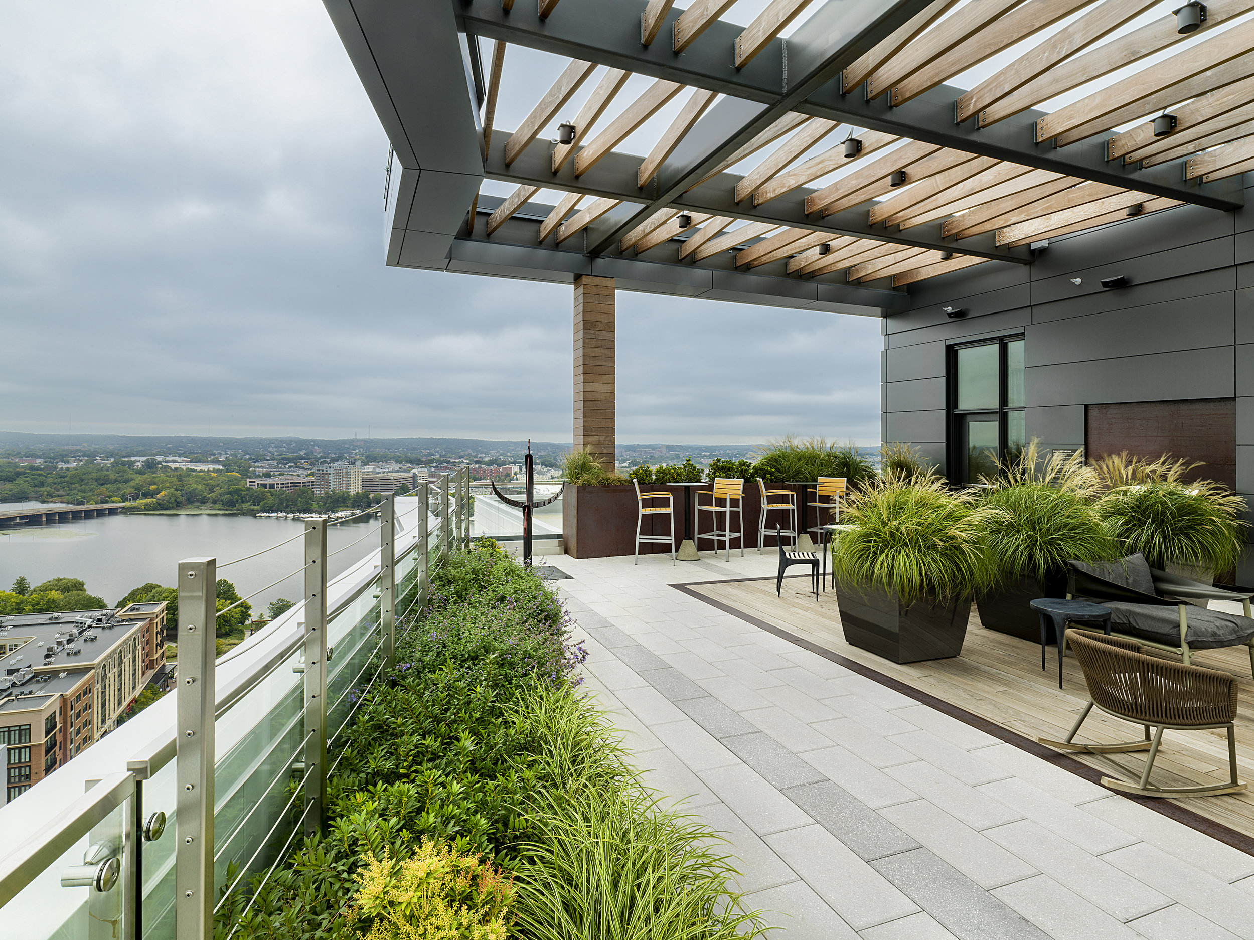 recover-green-roofs-patrick-rogers-photography-montaje-courtyard-skydeck-11-2018-12.jpg