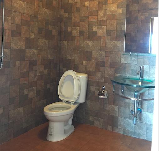 Room M2 Bathroom