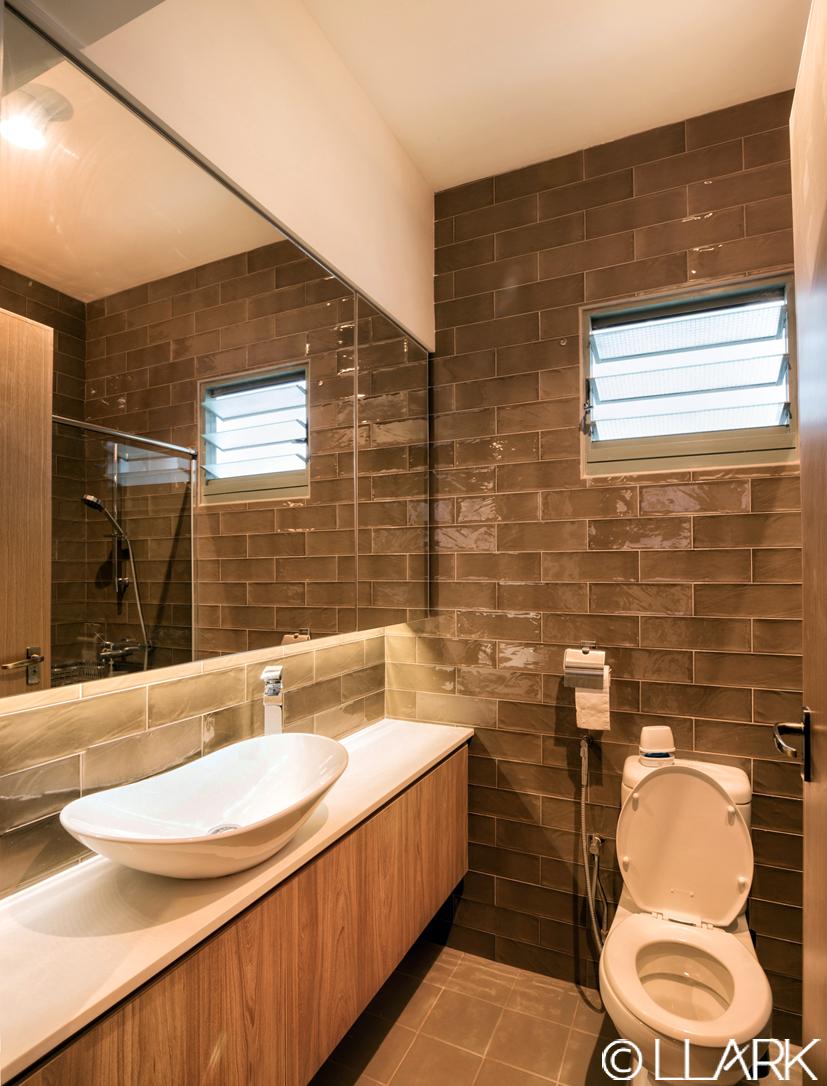 LLARK_Punggol_Waterway_Master_Bathroom.jpg