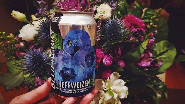 Fresh pick.  Thanks for bringing back and sharing @wasatchbeers' Blueberry Hefeweizen from your recent trip to Nevada, @margaret_chi!! #utahbeer #wasatchbeers #wasatchbrewery #UTbeer #blueberrybeer #hefeweizen #craftbeer #craftbeers #beer #beerandflowers #freshpick #freshpicked #cheers #yum #blueberry #beertography #instabeer #beergram #beerpic #beerphotography #beerpicture #beersofinstagram #craftbrews #freshbeer #fewbrewsbeerclub #fewbrews