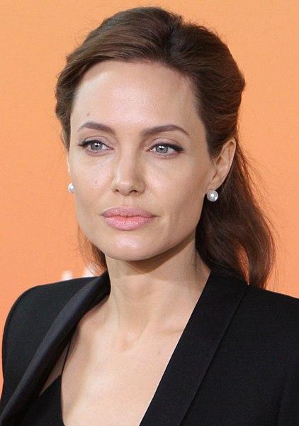 422px-Angelina_Jolie_2_June_2014_(cropped).jpg