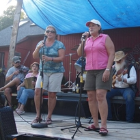 Sisters Carmen Beaudoin Bombardier and Nina Beaudoin performing.