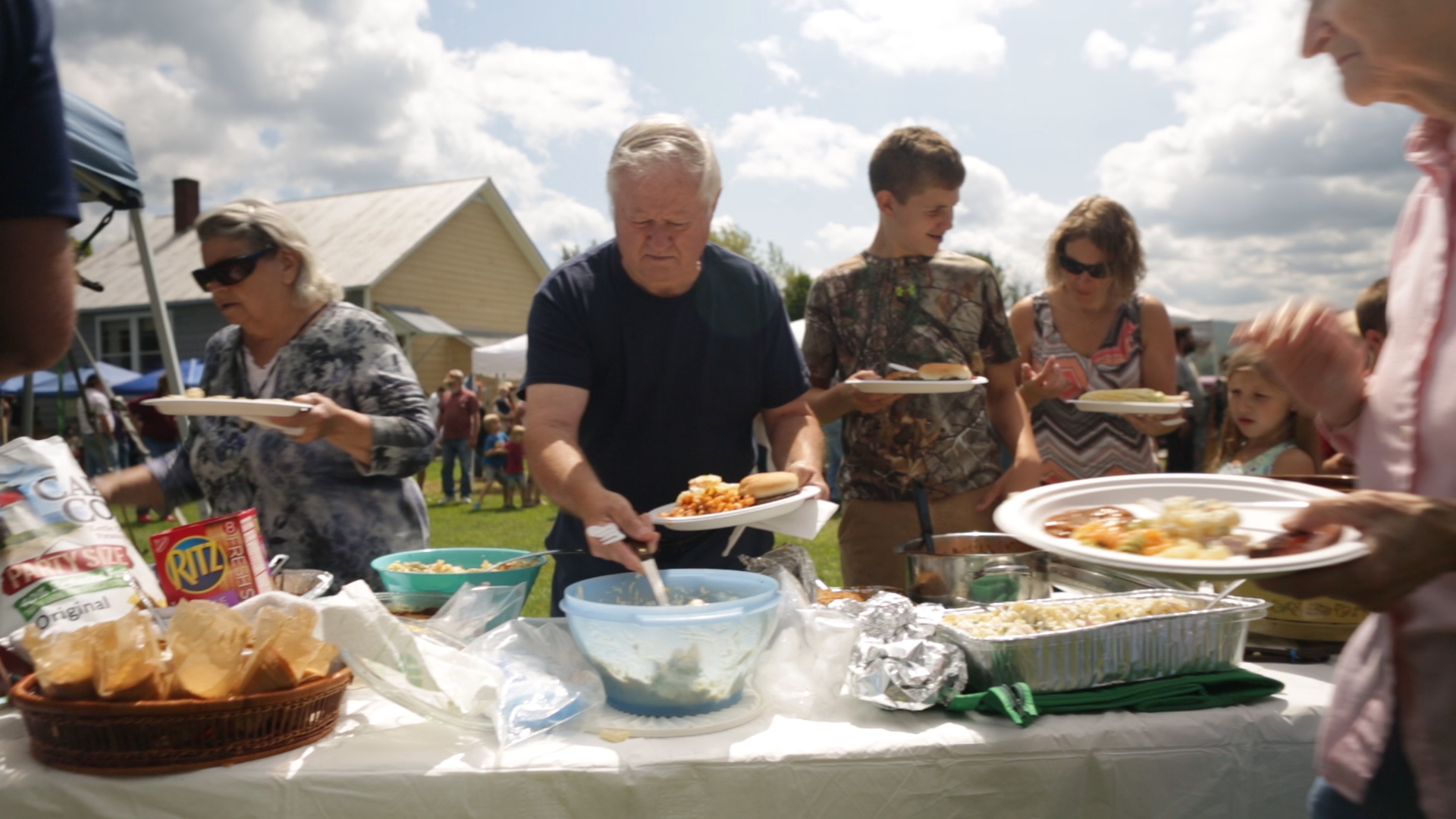 Riverside Farmers Market and Town Picnic