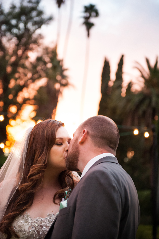 realwedding_sunset_kiss_couple_redlands