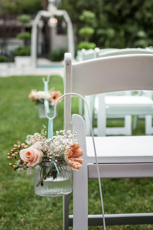 diy_realwedding_flowers_aisle_chairs_backyardwedding