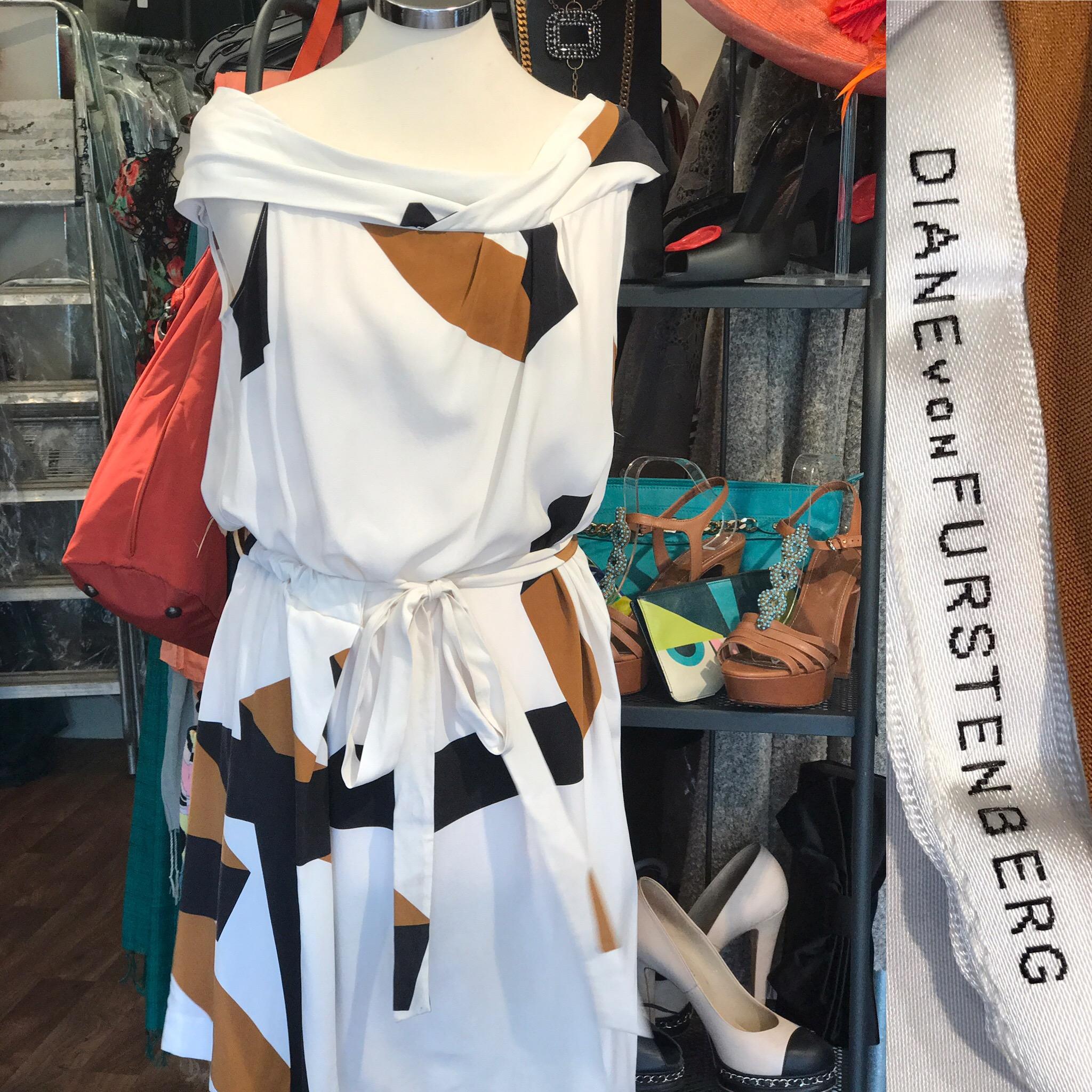 Diane Von Furstenberg silk dress. Size 10 £149.JPG