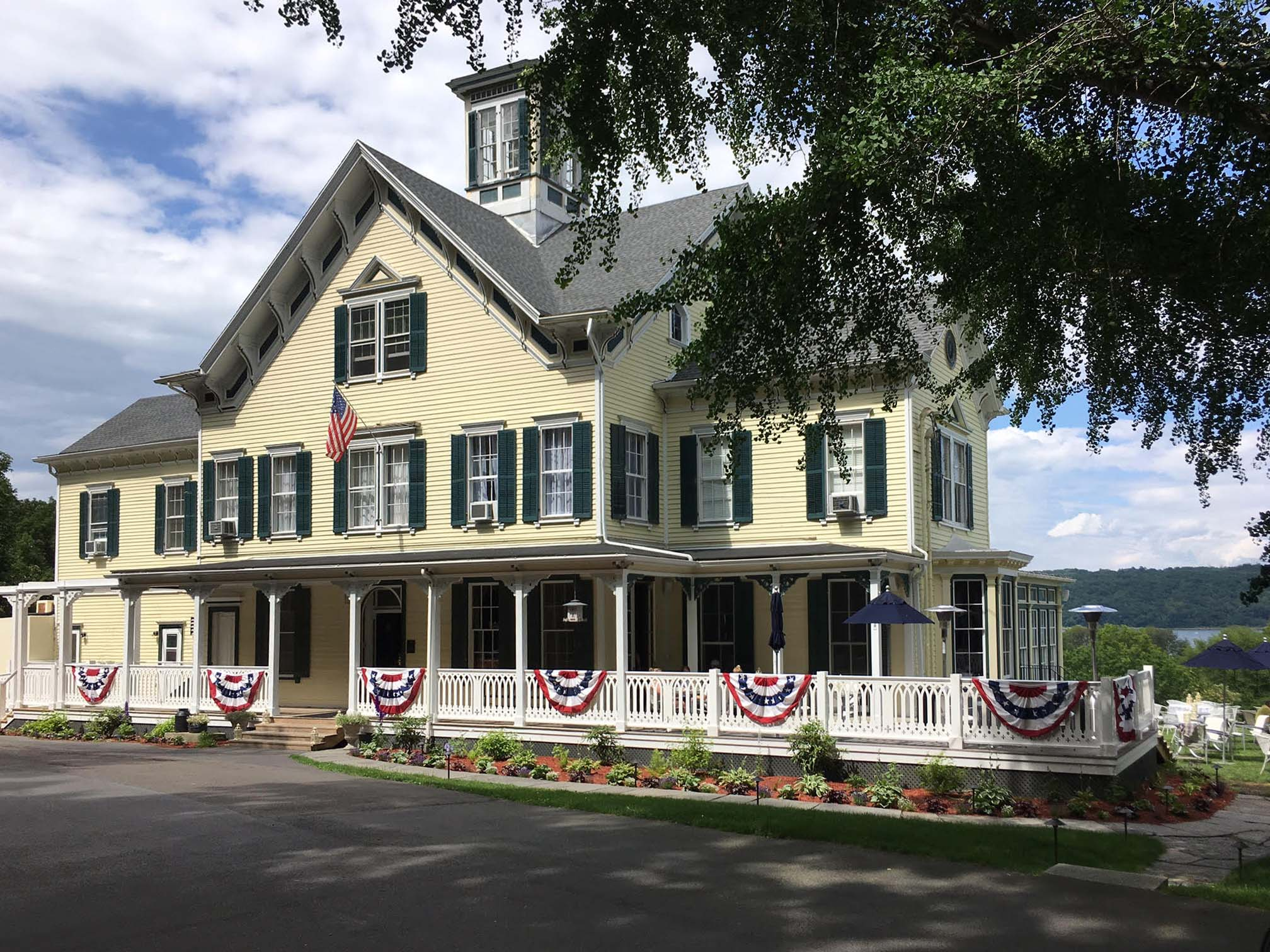 Cayuga Lake Hotel & Inn