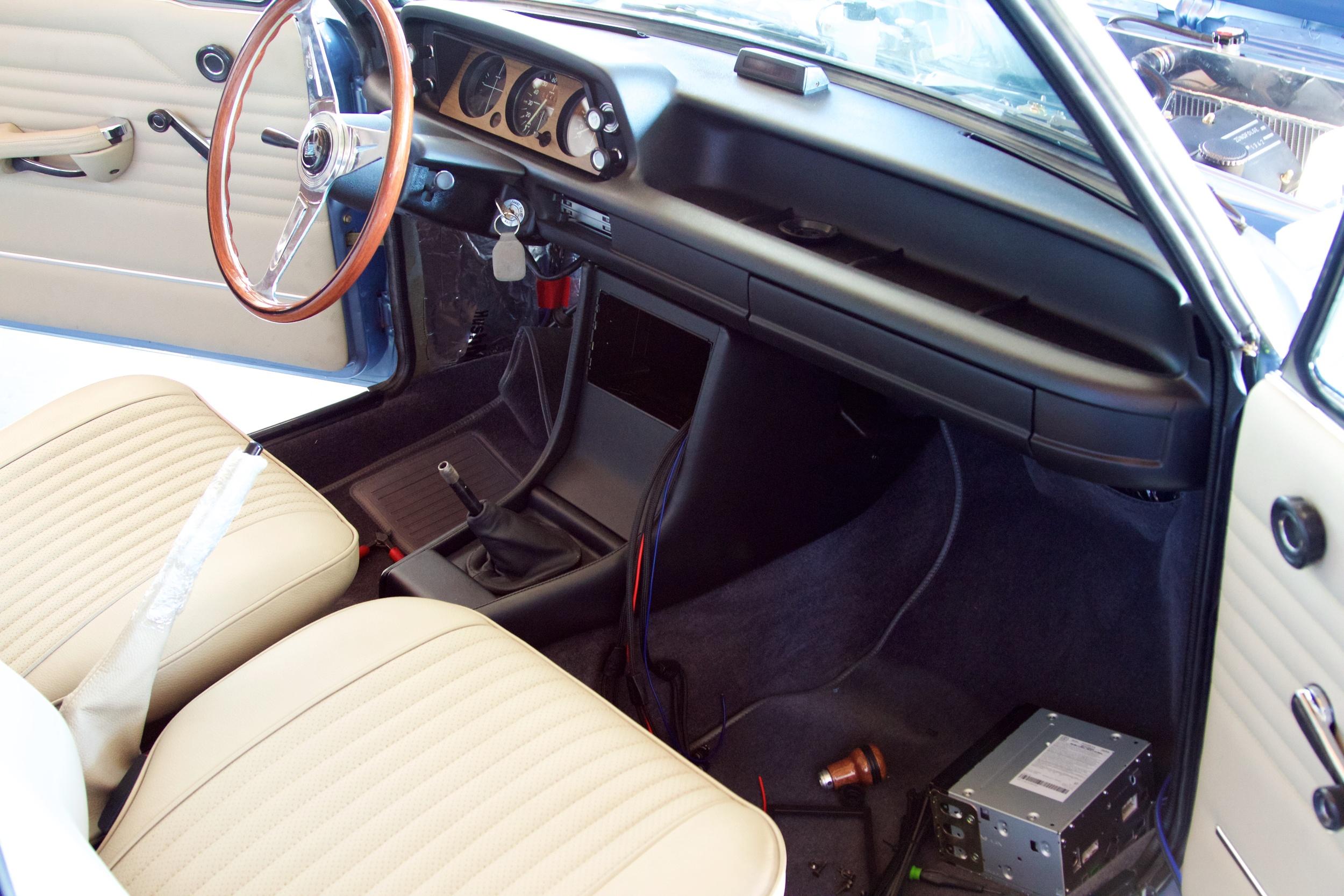 BMW 2002 Audio Install 2610.jpg