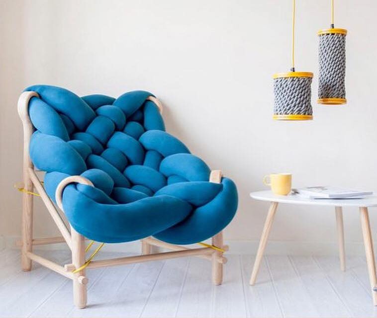 London-based designer Veega Vankun creates these comfy chairs woven from overstuffed knit tubes – nap time please 😴! #uniquematerials #homedecor