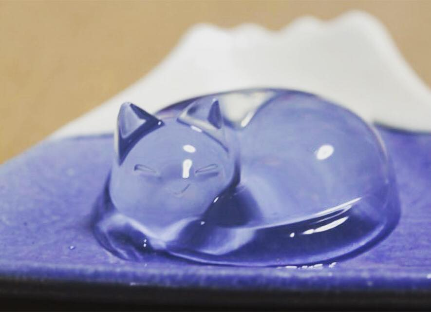 Crystalline mizu shingen mochi 🐈 – a translucent edible cake that's made of mineral water and agar, so delicate that it would melt in 30 mins. Would love to try this in Hokoto, Japan! #translucent #minimalistic #design