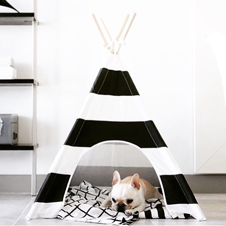 This combination of black, white and wood spells monochromatic goodness. My current fave palette for gender neutral goods � #monochromatic
