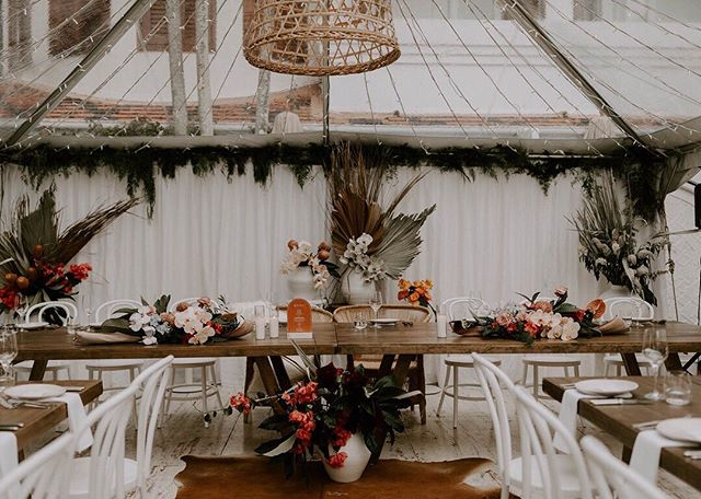 A gorgeous set up for the lovely Steph & Andrew's special day in Byron Bay by @theventslounge ✨ Shot by @jannekestorm  Florals by @nikau.flowerbar