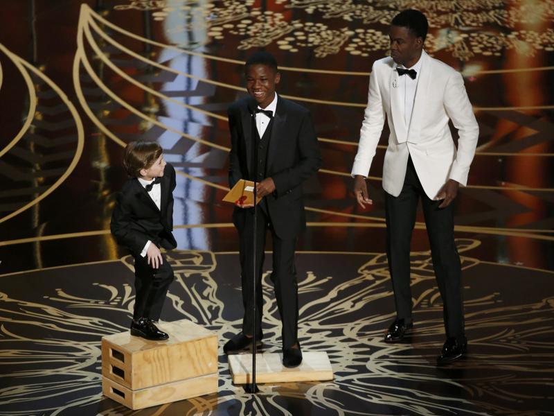 tremblay-microphone-brings-academy-awards-presenters-hollywood_91571bfe-deaf-11e5-a1fb-86e627e3731c.jpg