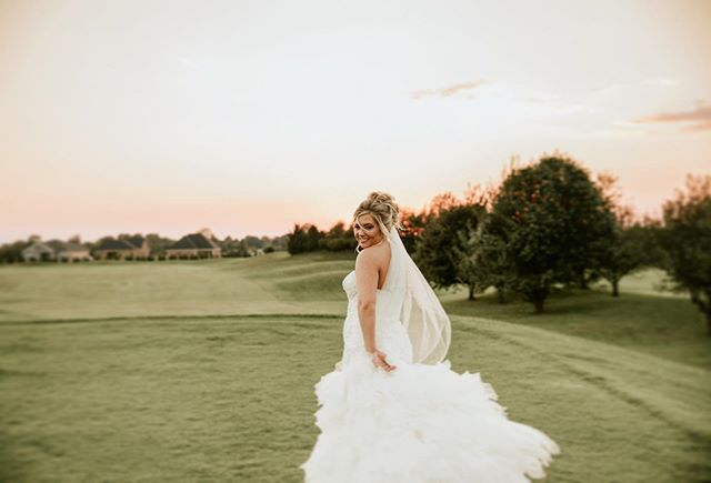 Every littleeee thing she does is magic! ✨🌙☁️ Golden hour + lovely bride in her element, what could be more beautiful!? Happy Friday peeps! Xx . . . Shot with: @johnmyersphotography  #nashvillecouple #nashvilleweddingphotographer #tennesseephotographer #travelweddingphotographer #travelphotography #pursuepretty #weddingphotographer #bridal #bride #nashvilleweddingphotography #nashvillewedding #nashvillebride #nashville #nashvilletn #goldenhour #goldenhourphoto #goldenhourphotography #tennesseewedding #loveintentionally