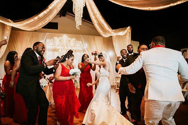 Gettin' jiggy wit it nah nah nah nah nah nahhh 💃🏼🕺🏽 *warning: always expect me to dougie at your reception y'all* . . . #nashvilleweddingphotographer #bridalparty #brideandgroom #tennesseephotographer #travelweddingphotographer #travelphotography #pursuepretty #weddingphotographer #bride #nashvilleweddingphotography #nashvillewedding #nashvillebride #nashville #nashvilletn #reception #weddingreception #happy #tennesseewedding #loveintentionally