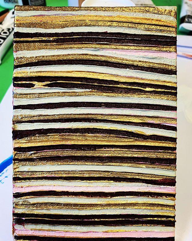No purpose to make but to zone-in  #modernartists #contemporaryart #abstract #contemporaryartist #femaleartist #doitfortheprocess #womenwhopaint #artbiz #emergingartist #goldenpaints #abstractogram #flaming_abstracts #abstractaddict #intuitivepainting #fluidart #modernartist #instapaint