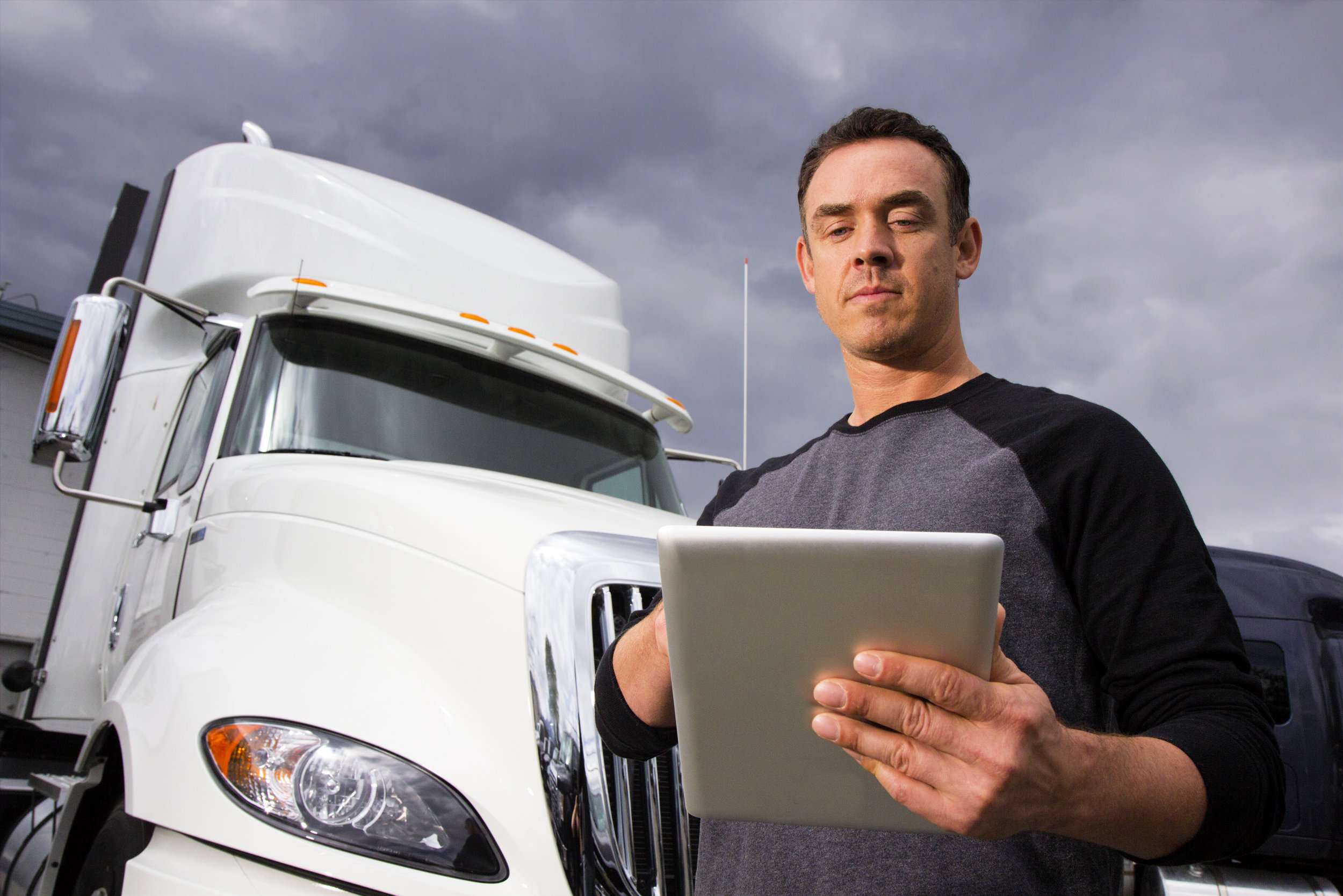 Trucker-Using-a-Tablet-482925583_5184x3456.jpeg