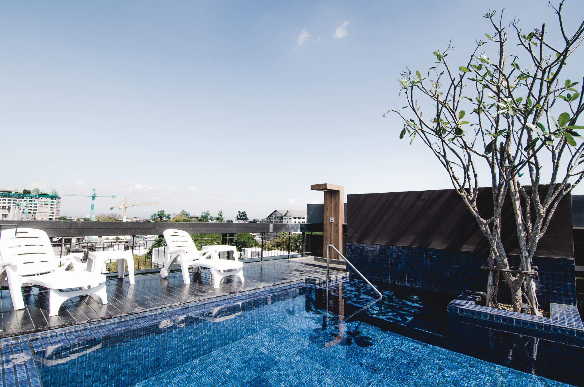 the-nimman-condo-chiang-mai-thailand-pool-rooftop.jpg