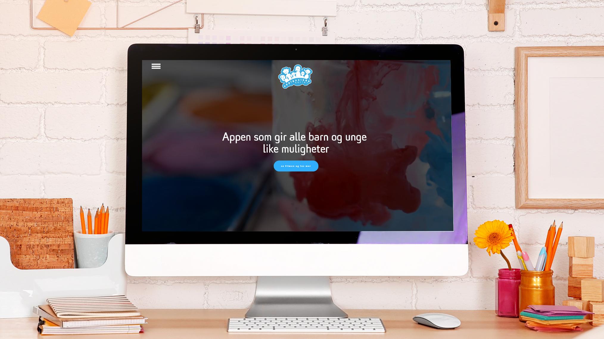 iMac-Desktop-Workspace-Mockup-Free-PSD.png
