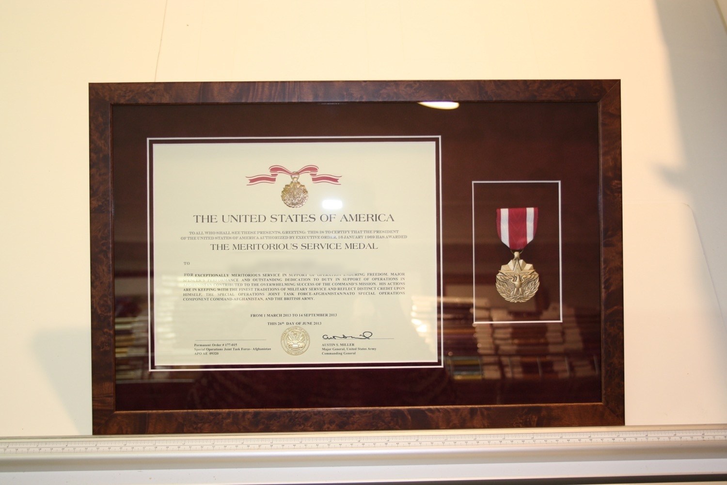 hampshire-picture-framing-medals-010.JPG