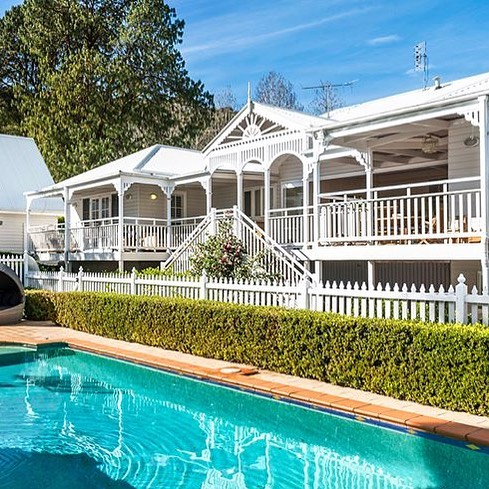 My favorite listing right now ❤️ this gorgeous Matcham home has it all 🙌 @bellepropertykillcare