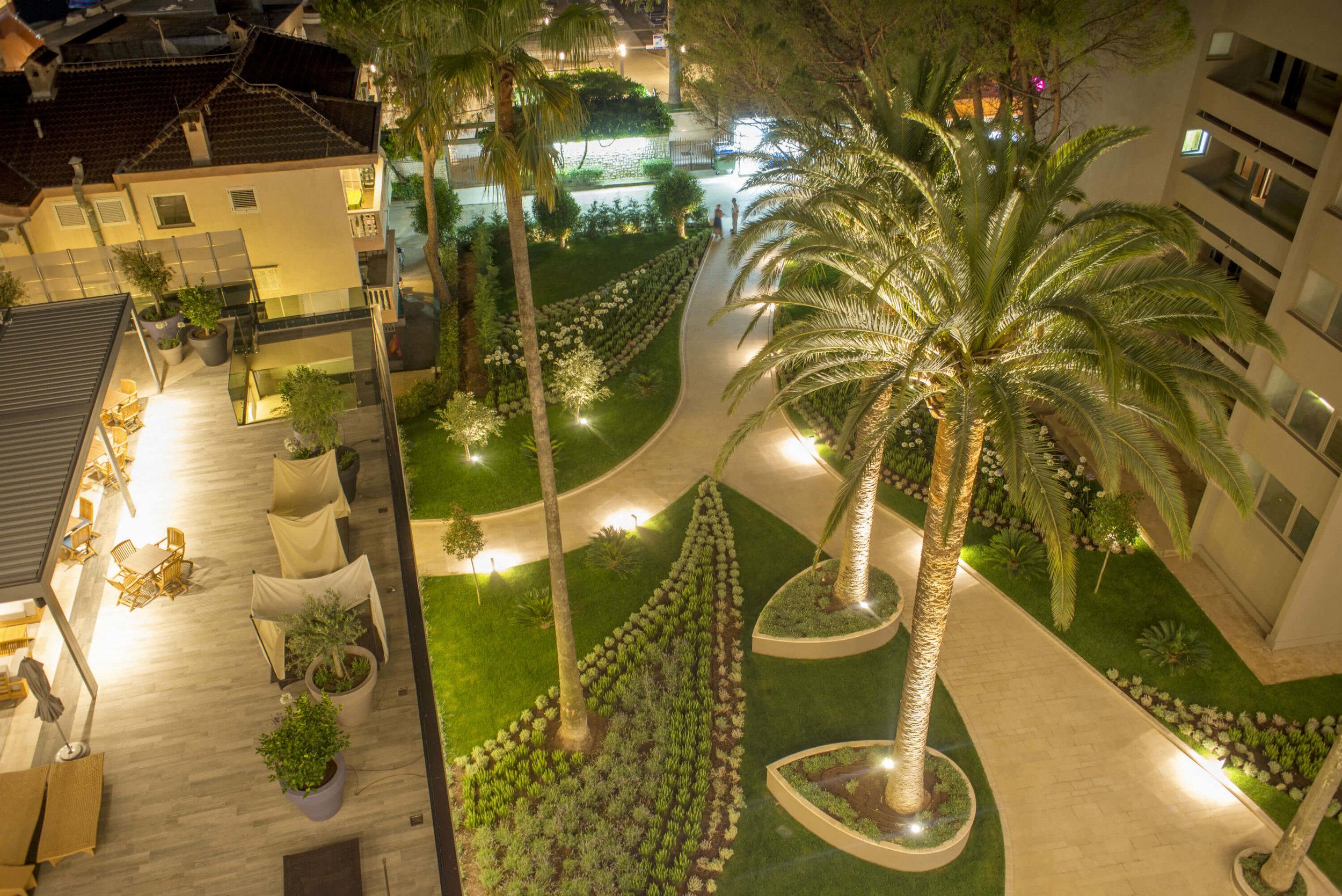 Dobrodošli u    Palmon Bay Hotel & Spa