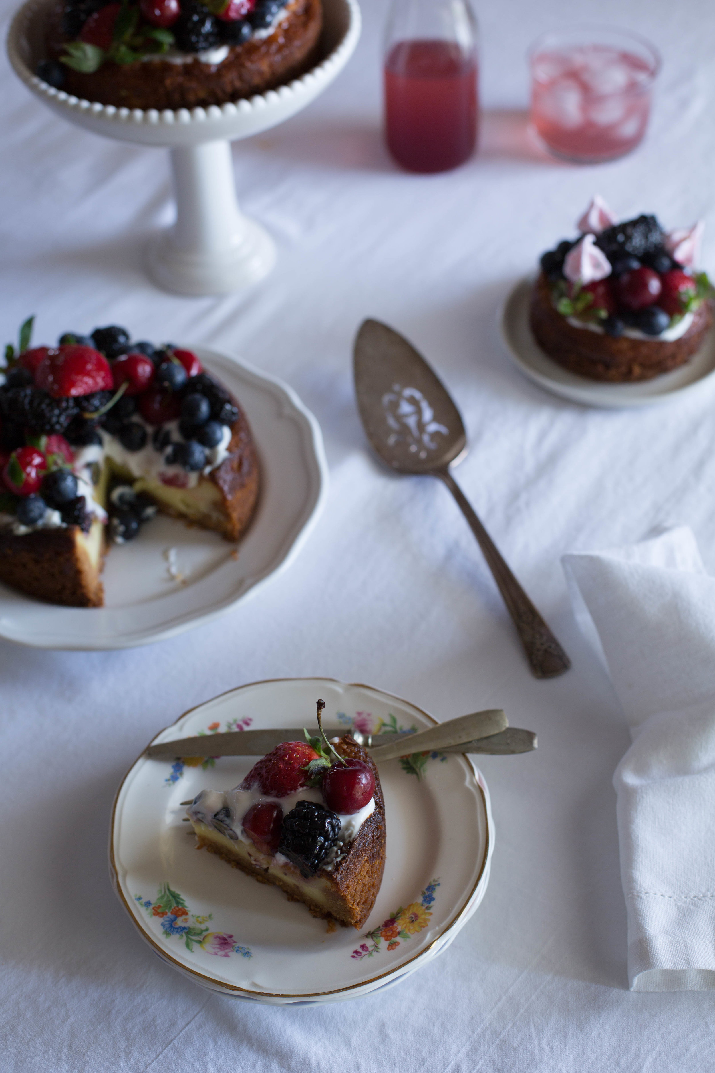 Cheesecakewithsourcream&berries