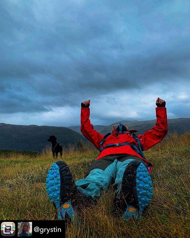 For eit fantastisk stemningsbilete frå Utladalen🤩 Men pass på å vera om deg no...Avdalen gard stenger nemleg for sesongen 15. september! God tur👌 📷@grystin #utladalen #årdal #vettisriket #avdalen #avdalengard #fjelltur #fjelletkaller #utnon#utpåtur #friluftsliv #jotunheimen #visitsognefjord #visitjotunheimen