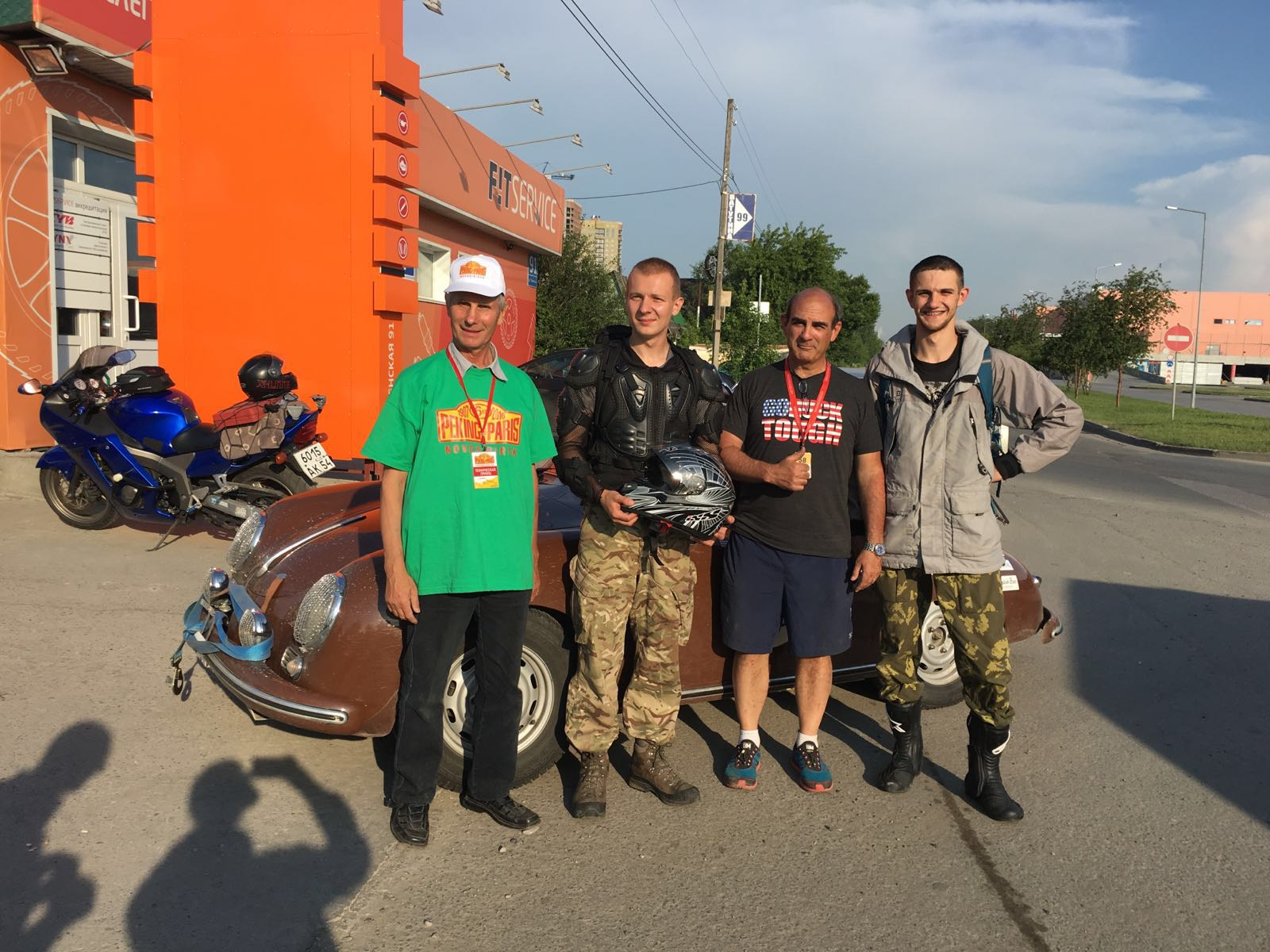 Another day, another escort!This time,a local Russian (and peking to paris enthusiast) Towed us and two local motor cycle riders EScorted us,blocking traffic along the way to a garage.