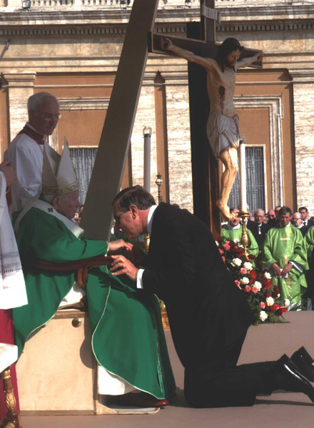 The Postulator for the Cause of Emperor Karl, Avv. Dr. Andrea Ambrosi, reverences the Holy Father's ring.