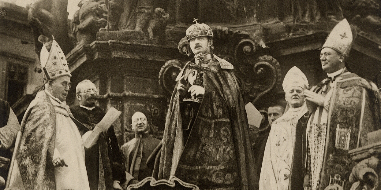 Emperor Karl taking the Oath to uphold the laws of Hungary before his people, Hungary, 1916