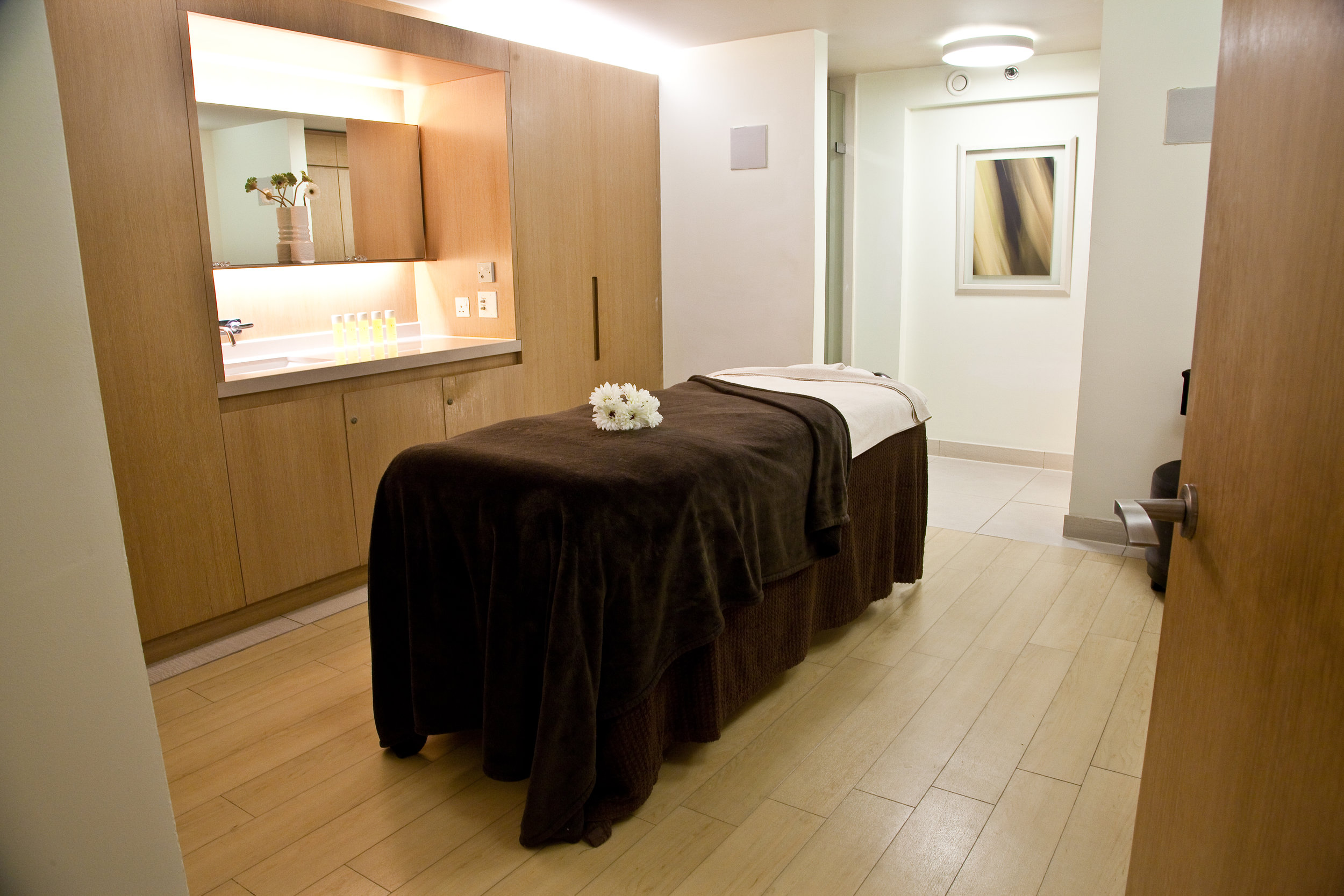 SINGLE TREATMENT ROOM