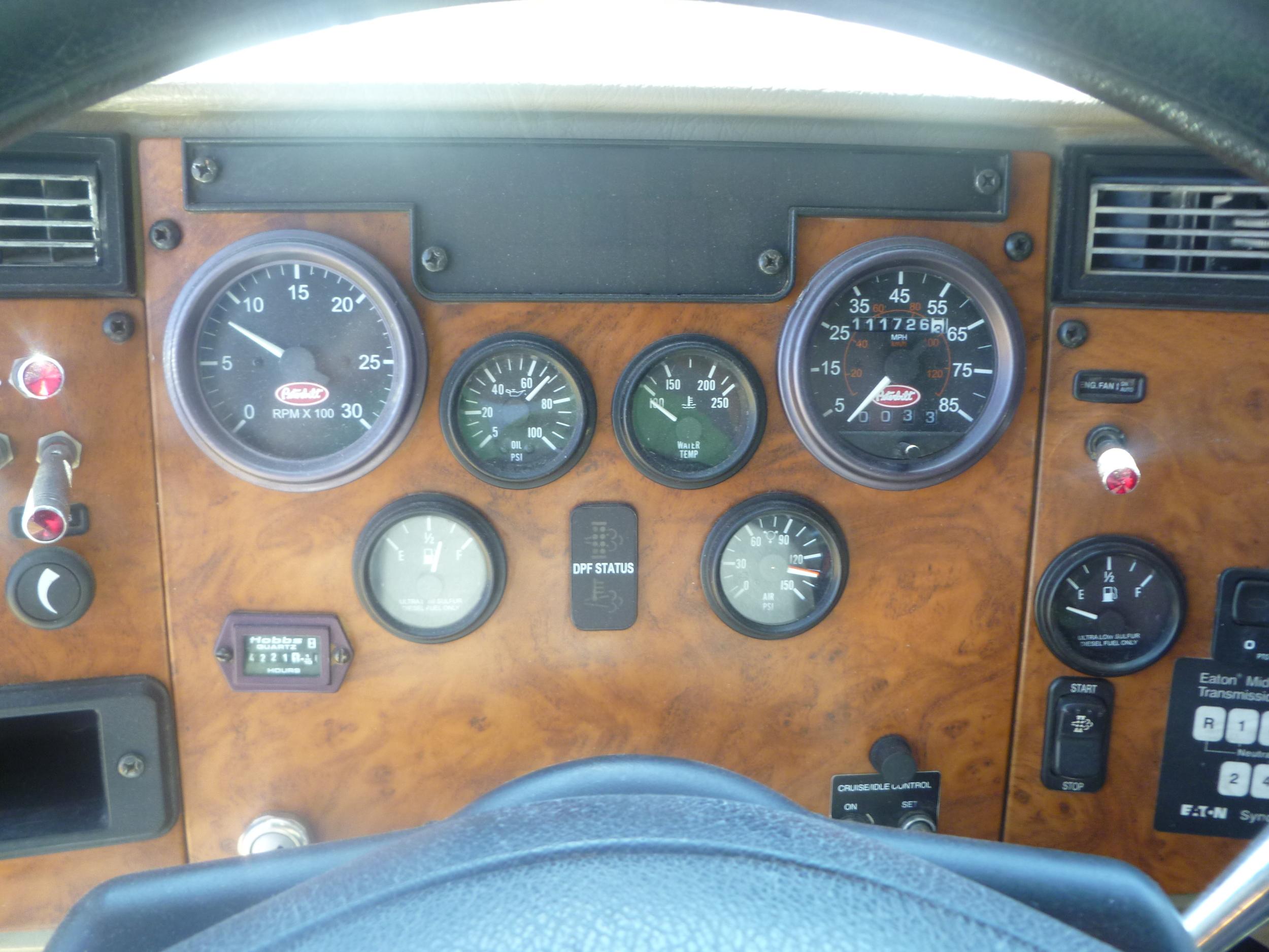 2009 Peterbilt service truck_05.JPG