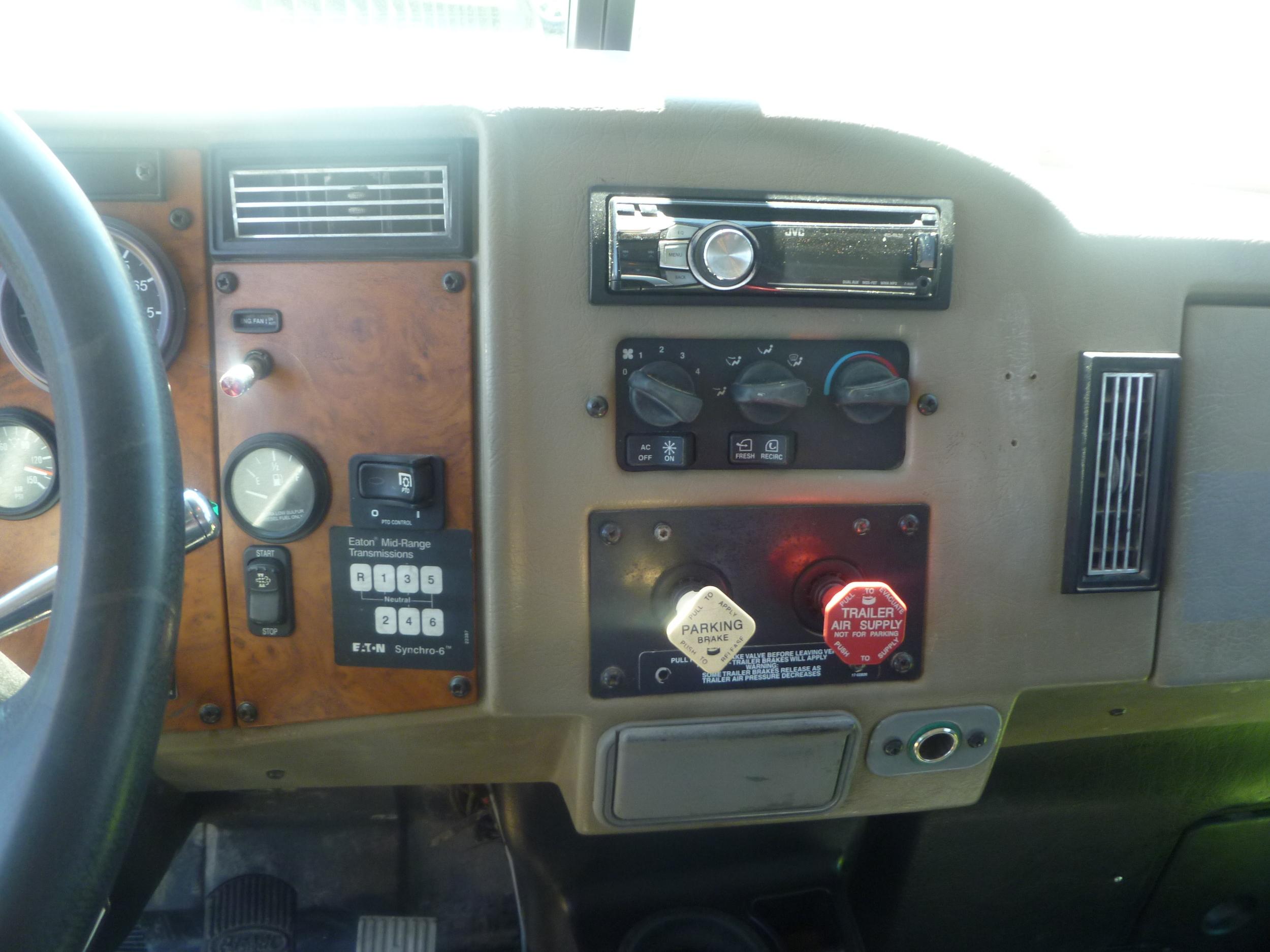 2009 Peterbilt service truck_06.JPG