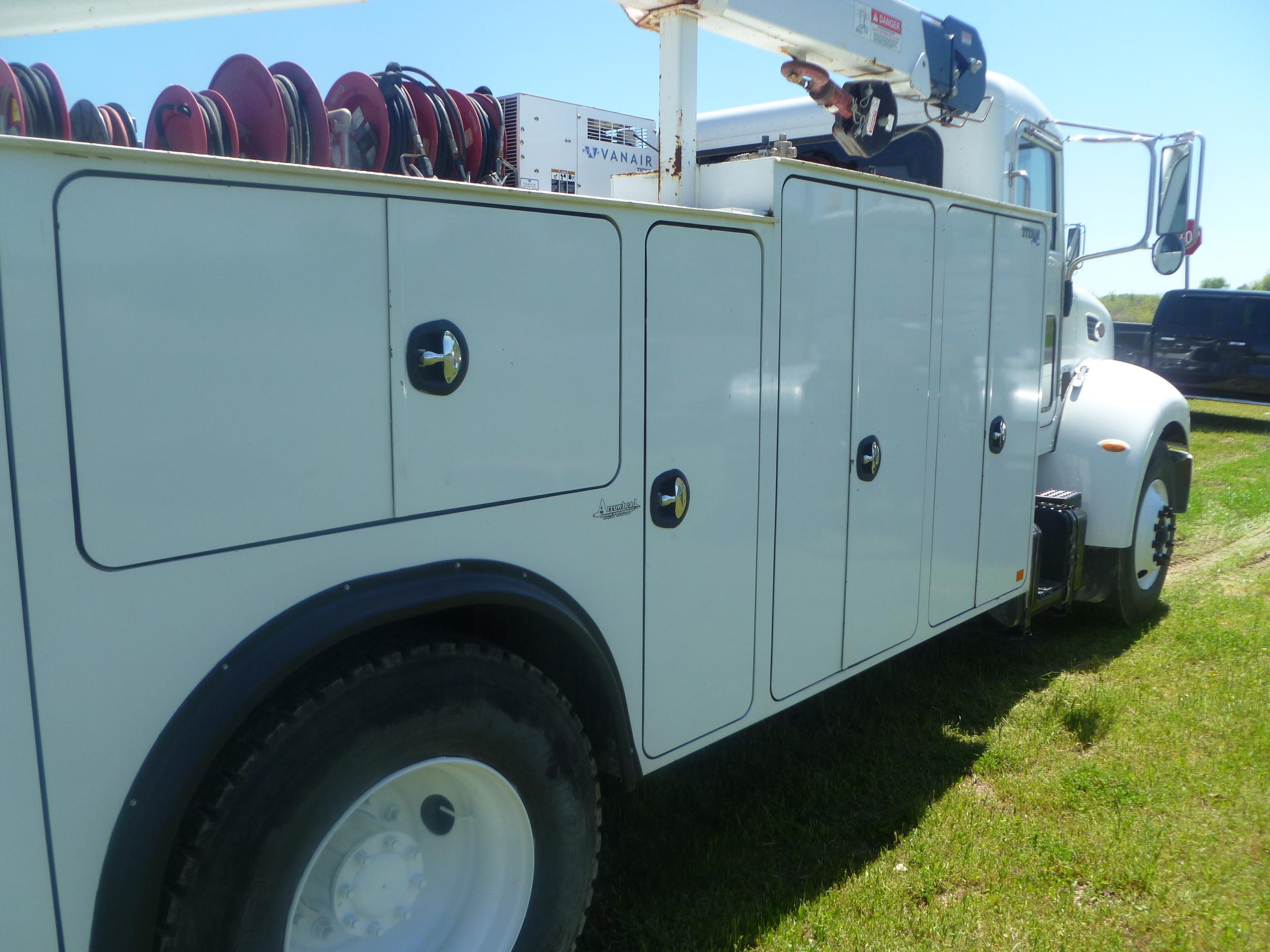 2009 Peterbilt service truck_18.JPG