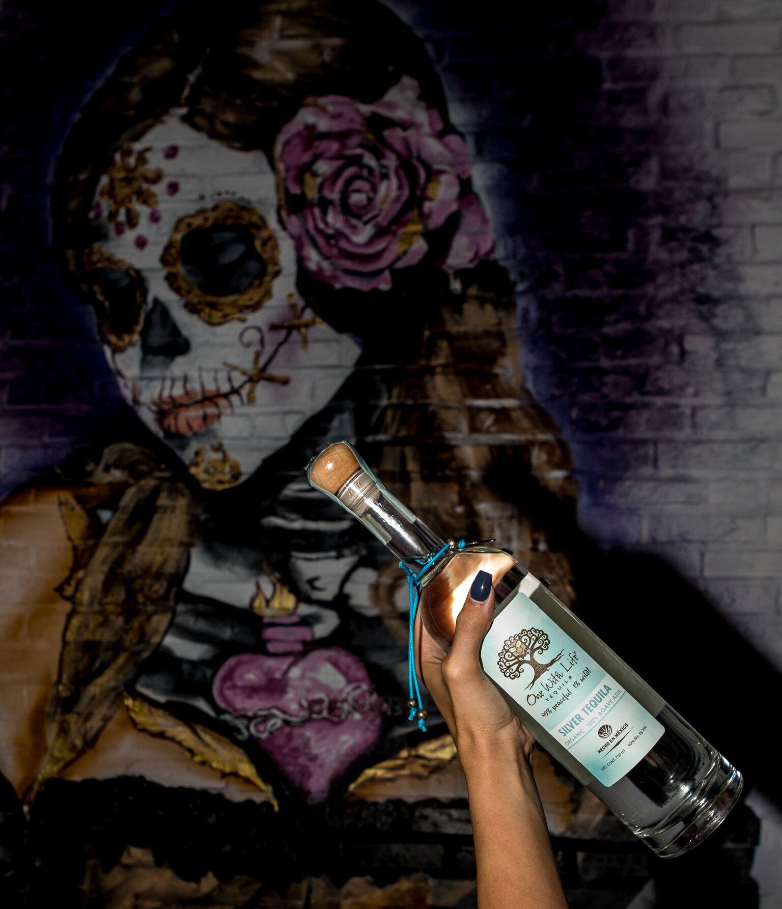 bottle mural mercado  negro.jpeg