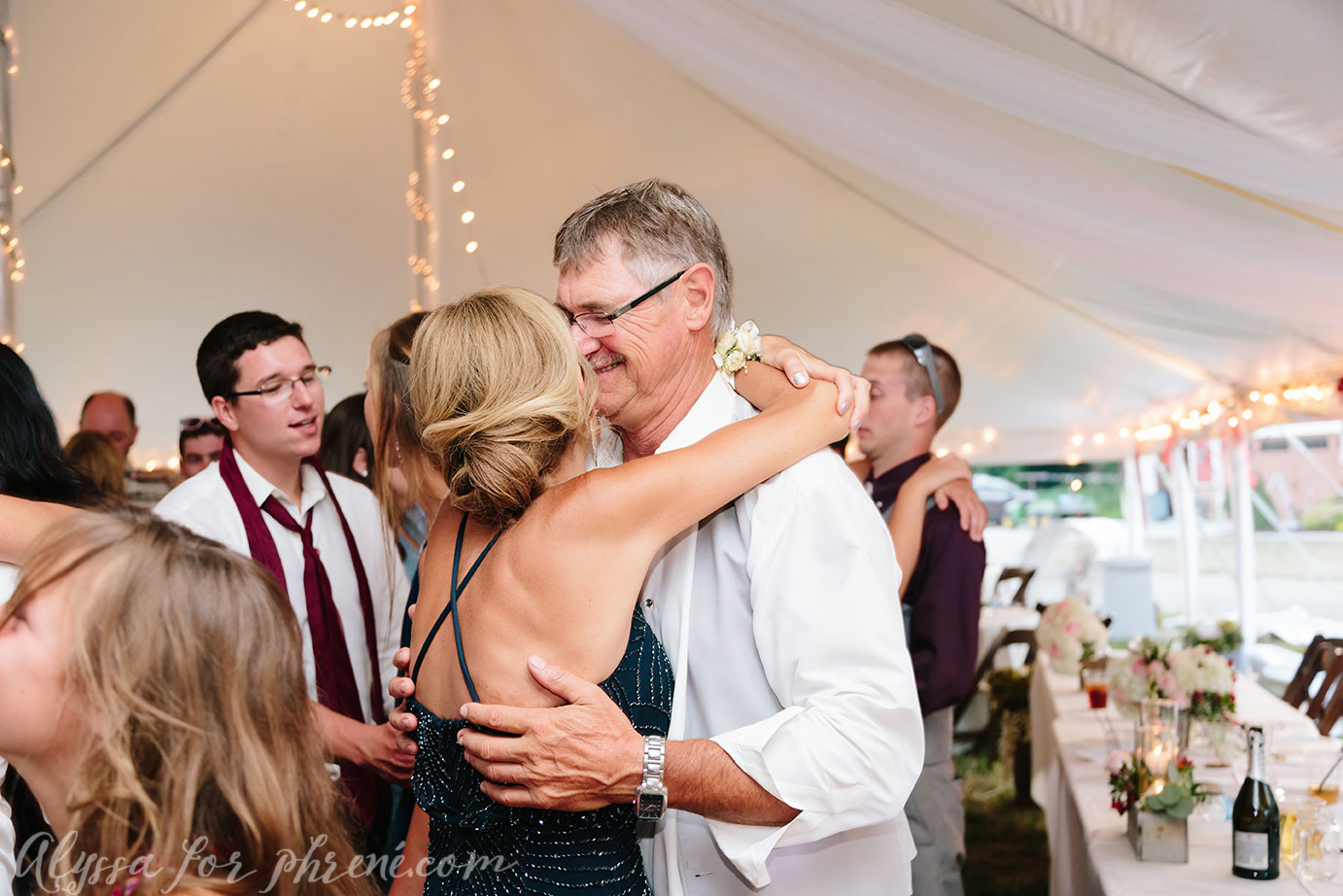 Michigan_Backyard_Wedding_143.jpg