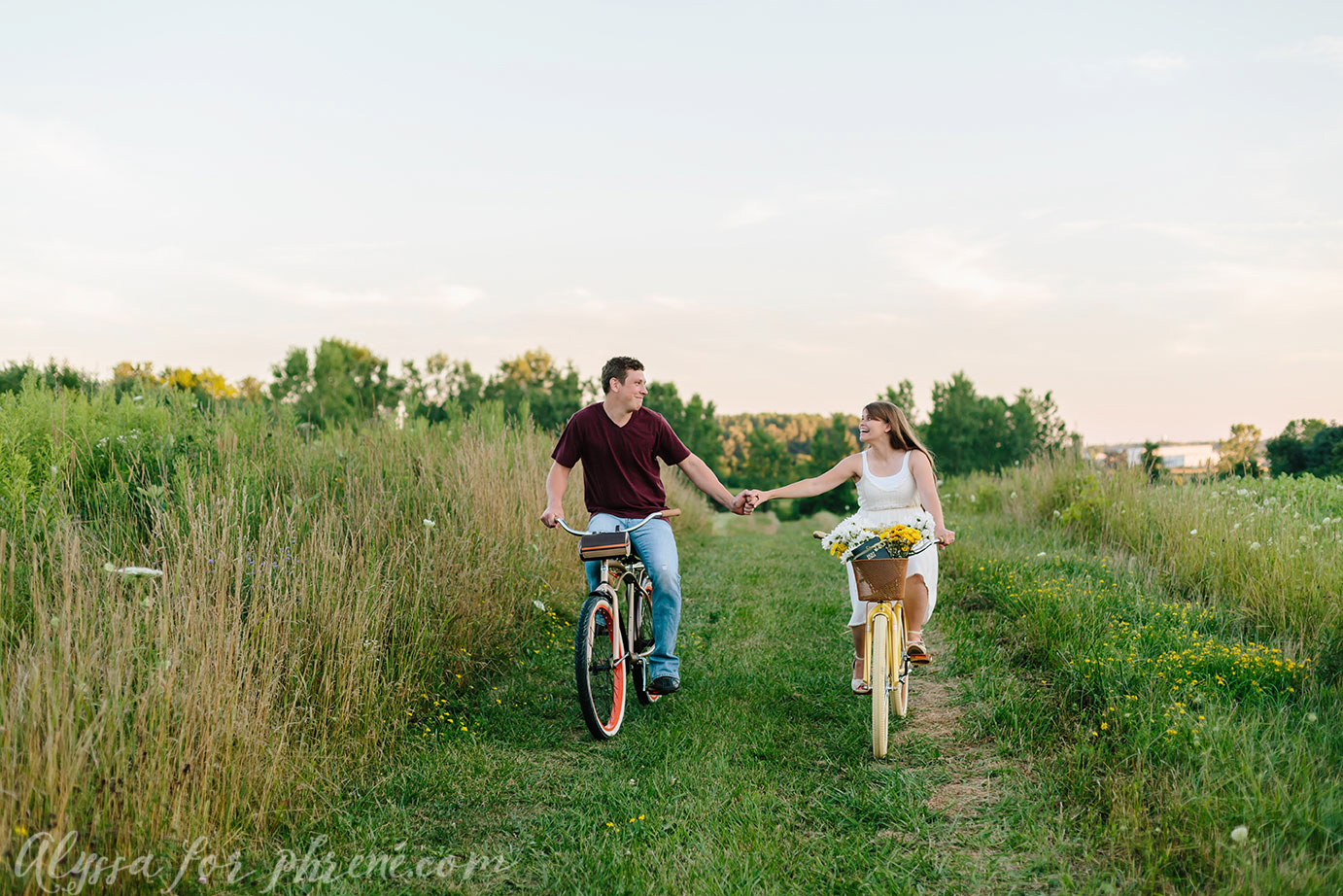 Grand_Rapids_Engagment_Photographer25.jpg