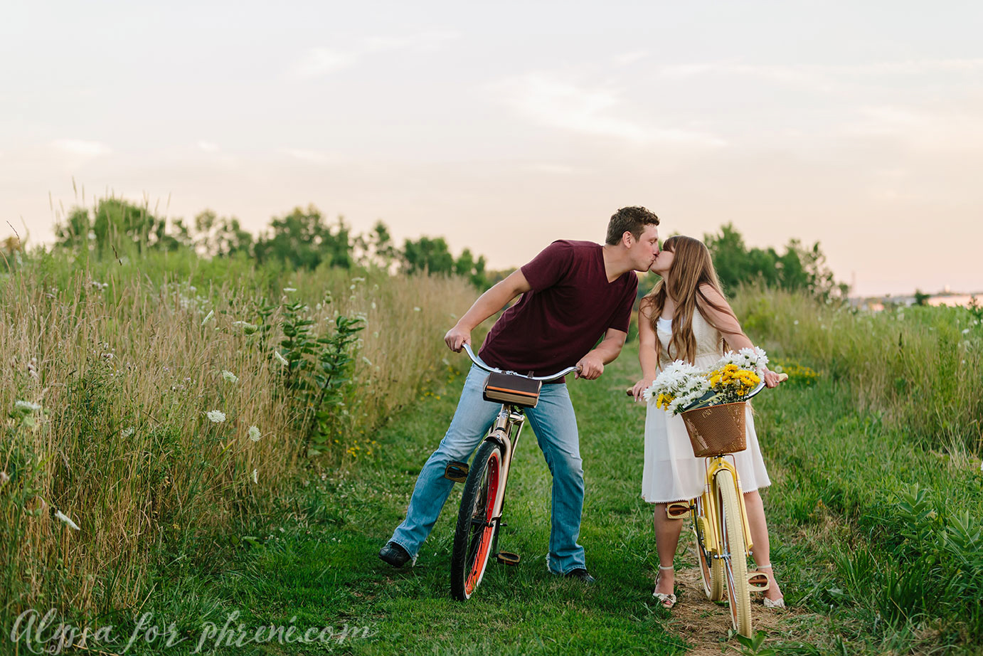 Grand_Rapids_Engagment_Photographer28.jpg