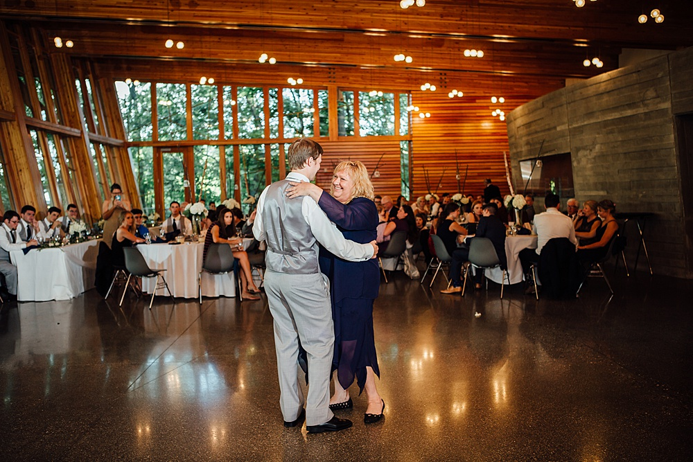 Bissell_Treehouse_Wedding_photography129.jpg
