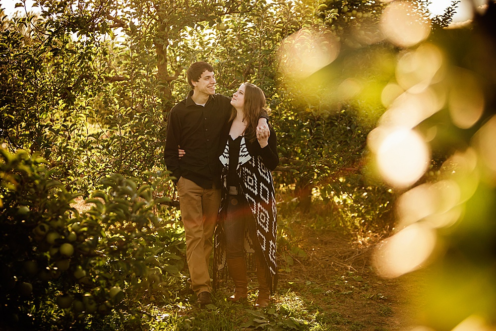 fall_apple_orchard_engagement-photography007.jpg