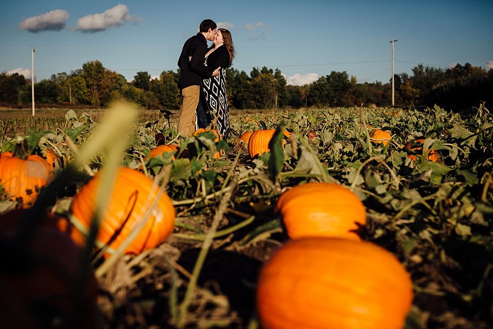 fall_apple_orchard_engagement-photography021.jpg