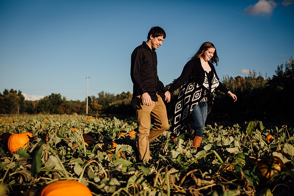 fall_apple_orchard_engagement-photography022.jpg