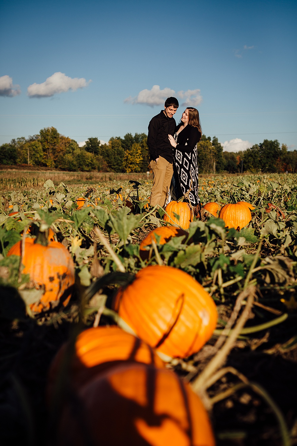 fall_apple_orchard_engagement-photography020.jpg