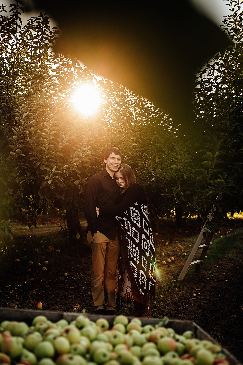 fall_apple_orchard_engagement-photography026.jpg