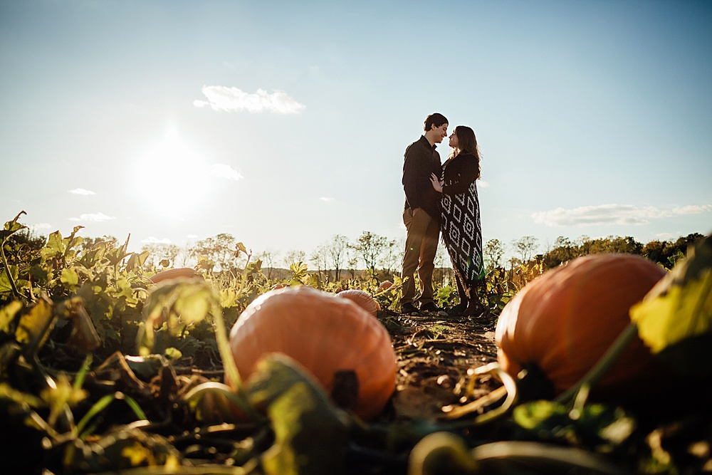 fall_apple_orchard_engagement-photography033.jpg