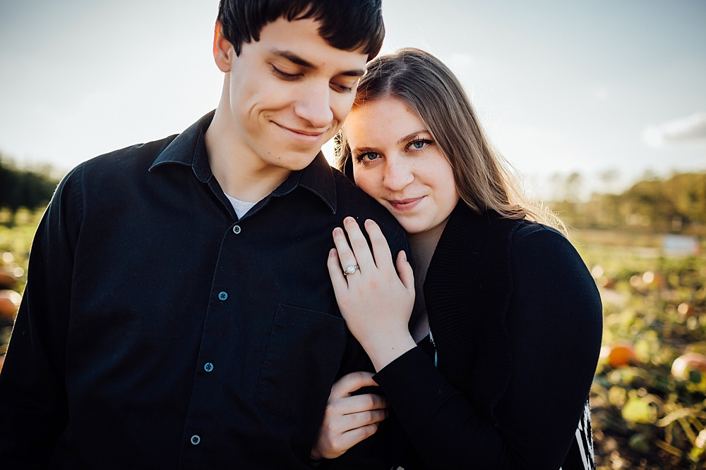 fall_apple_orchard_engagement-photography037.jpg
