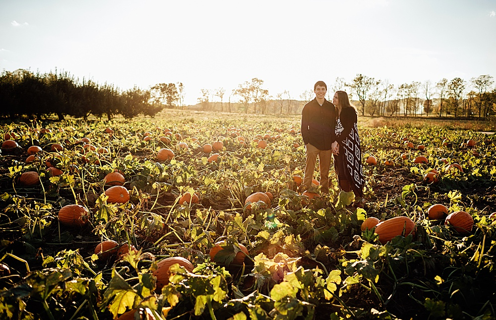 fall_apple_orchard_engagement-photography039.jpg