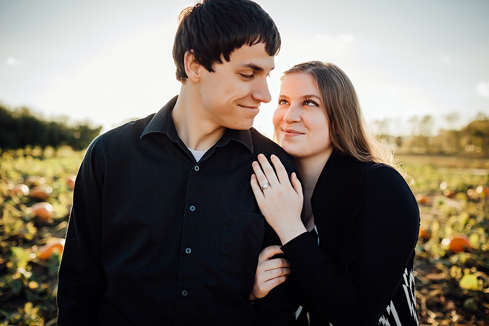 fall_apple_orchard_engagement-photography038.jpg