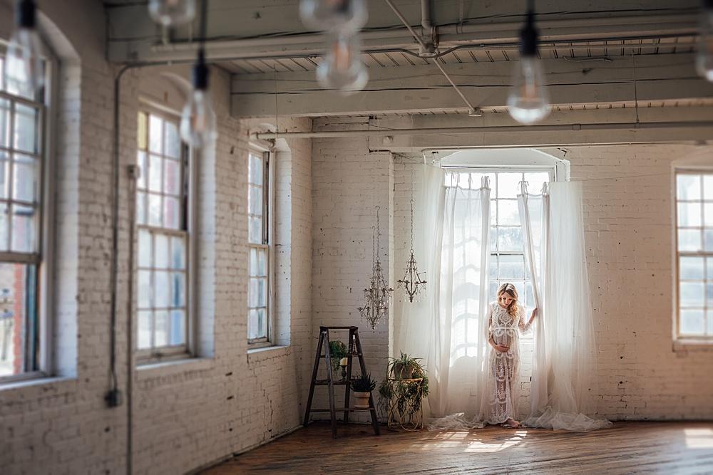 warehouse_studio_maternity_photography06.jpg